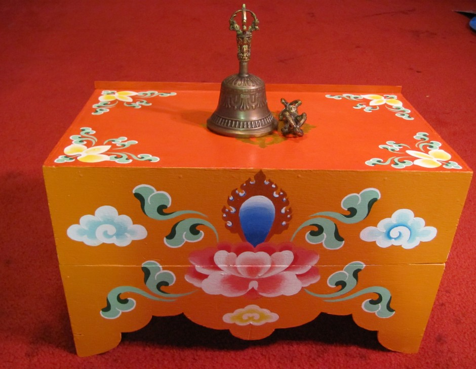 Merveilleux Collapsable Tibetan Buddhist Puja Table