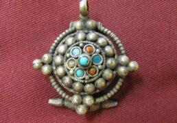 Small Tibetan Gao Pendant