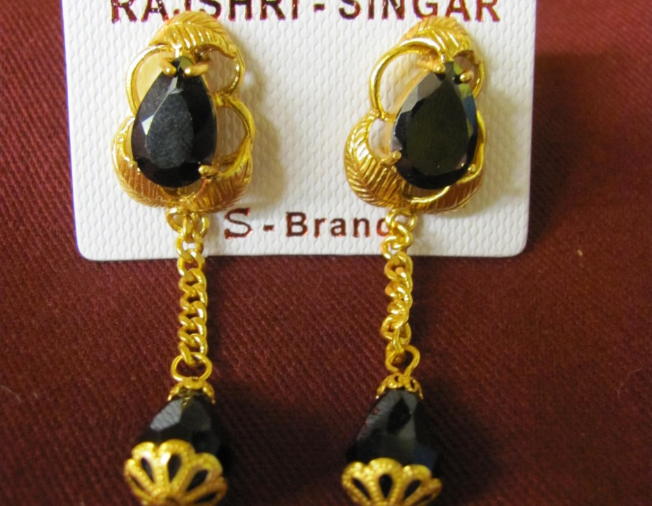 stone in diamond women with yellow jewelry black earrings fascinating round yg earring nl stud for gold